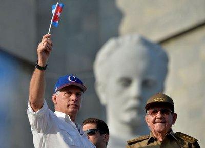 """El castrismo sigue vigente a un año del """"relevo"""" en Cuba"""