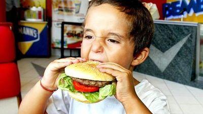 """""""Comida chatarra"""" causa enfermedades crónicas en jóvenes"""