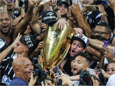 Corinthians conquista el título de Sao Paulo y Flamengo el de Río