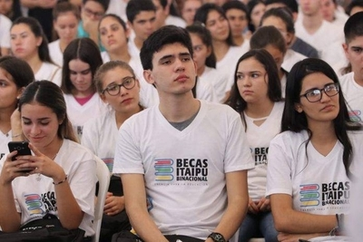 Tarjetas prepagas de becarios de Itaipú estarán listas desde mañana