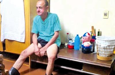 Reclama jubilación y vive en precarias condiciones