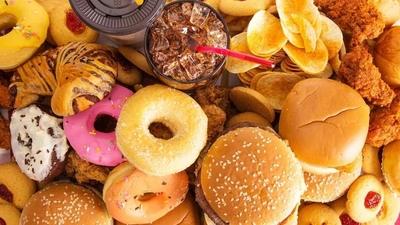 Salud de jóvenes en riesgo por exceder consumo de bebidas azucaradas y snacks