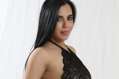 """Andrea Aranda contra la """"ANDE"""" y modelos """"hipócritas y macumberas"""""""