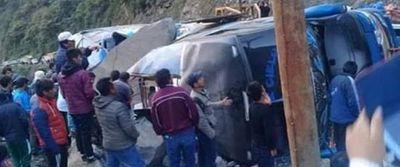 Bus cae a precipicio en Bolivia con saldo de 17 muertos