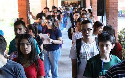 Nuevos becarios de Itaipú ya pueden retirar tarjetas de cobro