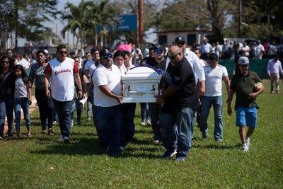 Indignación y lagrimas en México tras masacre en cumpleaños