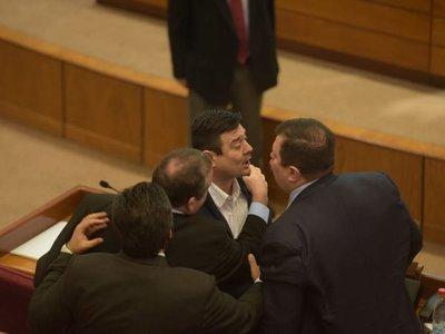 Buzarquis muestra declaración jurada e insta a Dionisio Amarilla a hacer lo mismo