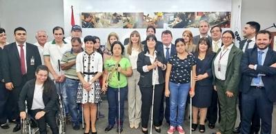 HOY / Acuerdan convenio para la formación laboral de personas con discapacidad visual