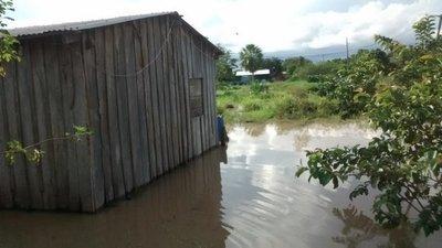 Viviendas inundadas en María Auxiliadora tras copiosa lluvias