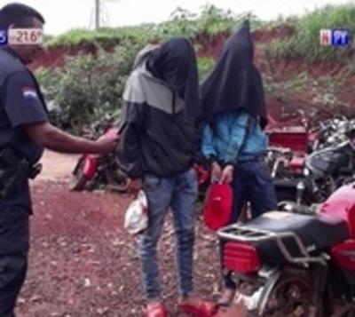 Motochorros fueron capturados tras chocar contra un bus