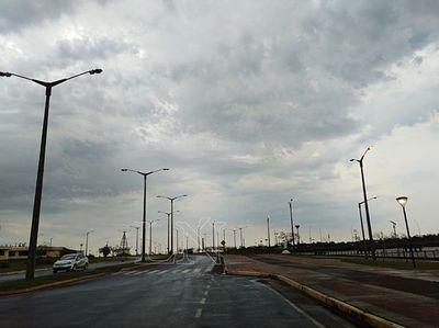 Calor y lluvias dispersas para este martes