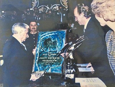 Un día como hoy pero de 1989, Augusto Roa Bastos recibía el Premio Cervantes