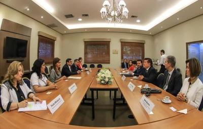 Fundación española ampliará su cooperación en Paraguay a favor de la inclusión.