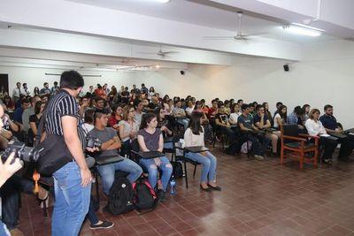 """Con auditorio repleto inician """"Semana del Periodismo"""" en la UNA"""