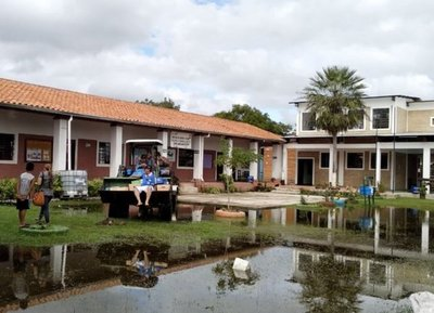 Inundaciones aíslan a comunidades