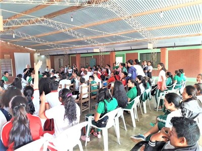Peligros de drogas y redes sociales en instituciones educativas de Boquerón