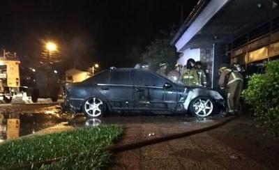 Mercedes Benz salió del taller y horas después se incendió