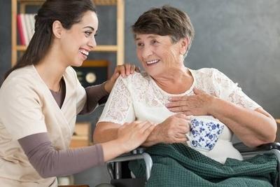 Cuidadores de adultos mayores y niños deben recibir la vacuna antigripal