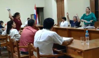 Concejalas de San Pedro del Ycuamandyyú se tiraron agua 'al estilo' Payo
