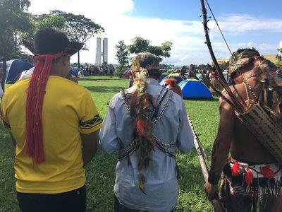 """""""Nuestros derechos no se negocian"""", dicen indígenas a Bolsonaro"""