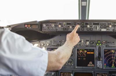 Piloto y controladora aérea intercambian insultos tras estar a punto de chocar en Argentina