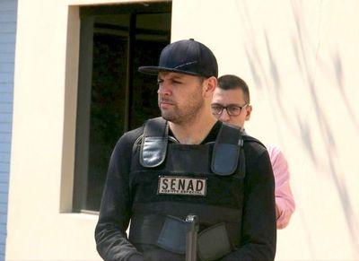 """""""Cucho"""" denuncia robo de joyas y ropas por parte de agentes de Senad"""