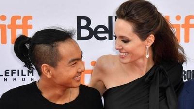 HOY / Angelina Jolie firma herencia  de US$ 116 millones a su hijo  mayor Maddox y causa roncha a Brad