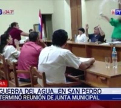 Concejales a los botellazos en junta municipal de San Pedro