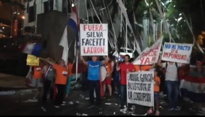 Ciudadanos celebran renuncia del contralor