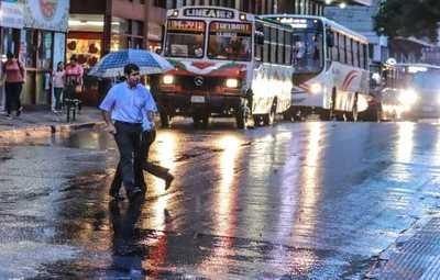 Meteorología anuncia día cálido con precipitaciones y ocasionales tormentas eléctricas