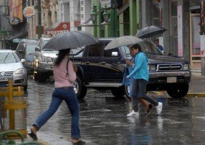 Meteorología anuncia día cálido con precipitaciones y ocasionales tormentas