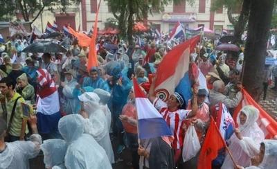 "HOY / Manifestantes despotrican contra Friedmann: ""Atajate, Rodolfito, porque se levanta al pueblo"""