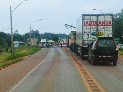 Cierran rutas en Caaguazú a favor del desbloqueo de listas