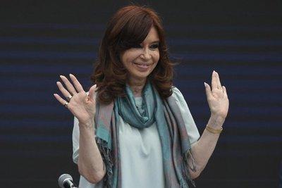 Juez amplía procesamiento de Cristina Fernández en causa por sobornos