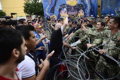 Incidentes: Buscan llegar al Palacio de López