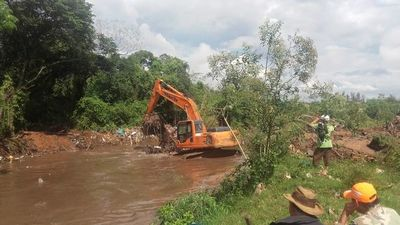 Retiran unas 15 toneladas de basura del arroyo San Lorenzo