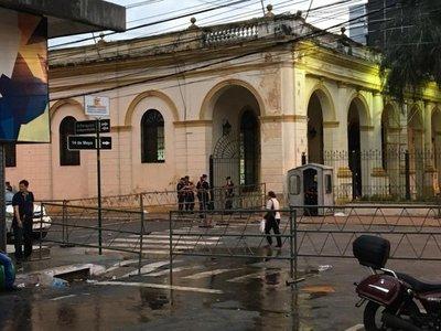 Calles del microcentro siguen bloqueadas por temor a nuevas movilizaciones