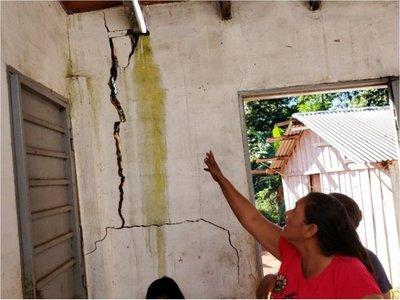 Viviendas de MUVH en Brítez Cué,  al borde del derrumbe