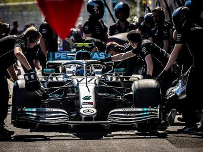 Bottas logra la 'pole' tras superar por 59 milésimas a Hamilton en Baku