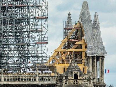 Notre Dame: Ven signos de milagros en lo que se salvó del incendio
