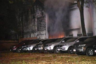 Sofocan incendio en empresa