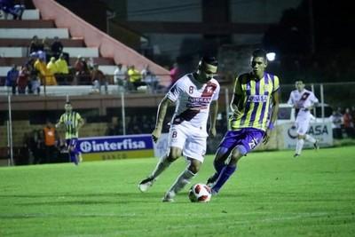 River Plate vence a Deportivo Capiatá por la mínima diferencia