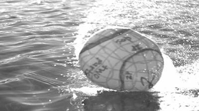 """Inventan unas esferas capaces de """"caminar"""" sobre el agua"""