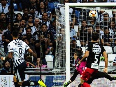 Tremendo gol de Adam Bareiro en México