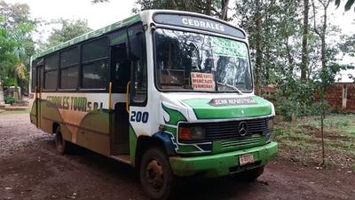 Muere arrollado tras chocar  y caer frente  a un bus  en Franco