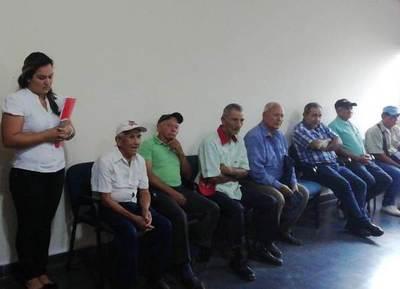 Abuelitos siguen soportando «manoseo» en la Gobernación