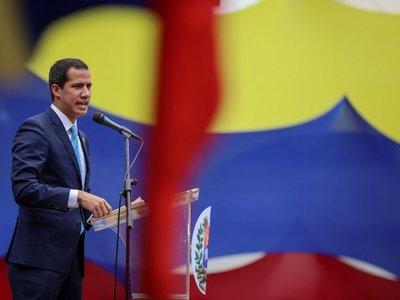 Guaidó anuncia que militares se unieron a él para el cese del gobierno de Maduro