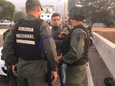 Llaman a levantamiento militar contra Nicolás Maduro
