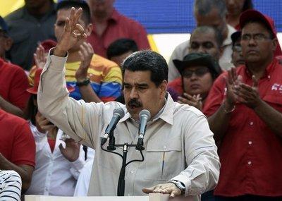 "Chavistas buscan ""desactivar"" golpe"