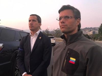 Guaidó libera a López y gobierno habla de golpe